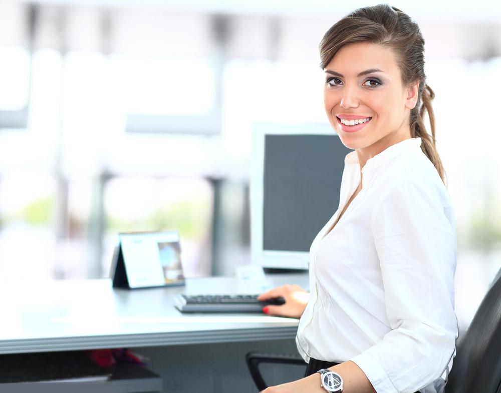 Mujer de negocios llevando su vida profesional y personal en equilibrio